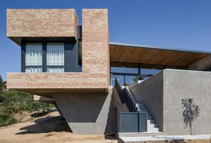 Single-Family-Brick-House-in-Molino-de-la-Hoz-by-Mariano-Molina-Iniesta-06
