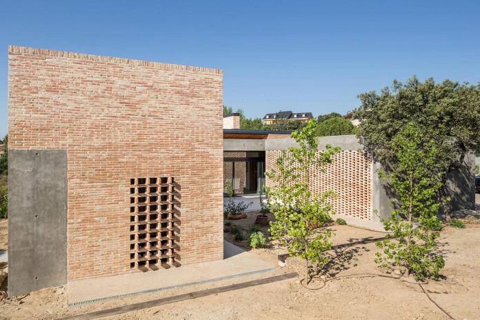 Single-Family-Brick-House-in-Molino-de-la-Hoz-by-Mariano-Molina-Iniesta-07