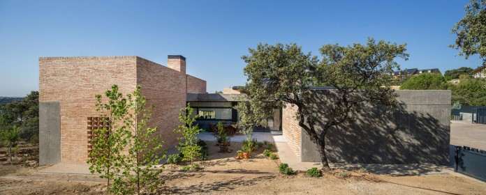 Single-Family-Brick-House-in-Molino-de-la-Hoz-by-Mariano-Molina-Iniesta-08