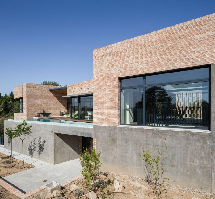 Single-Family-Brick-House-in-Molino-de-la-Hoz-by-Mariano-Molina-Iniesta-10