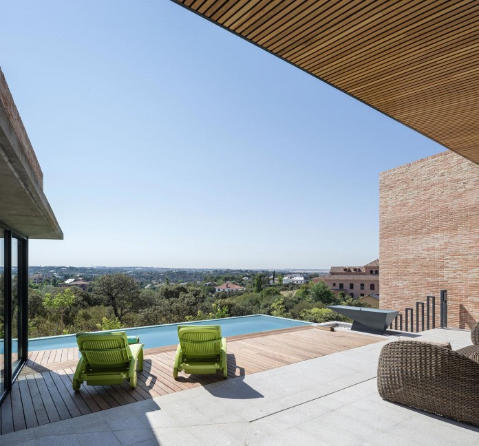 Single-Family-Brick-House-in-Molino-de-la-Hoz-by-Mariano-Molina-Iniesta-11