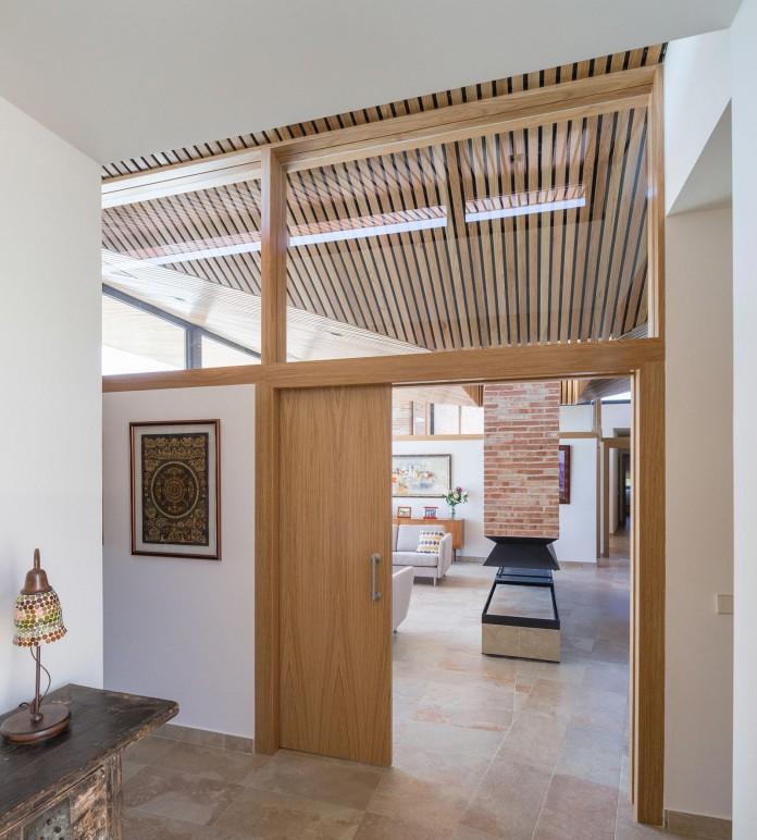 Single-Family-Brick-House-in-Molino-de-la-Hoz-by-Mariano-Molina-Iniesta-12