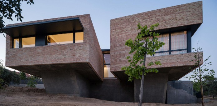 Single-Family-Brick-House-in-Molino-de-la-Hoz-by-Mariano-Molina-Iniesta-14