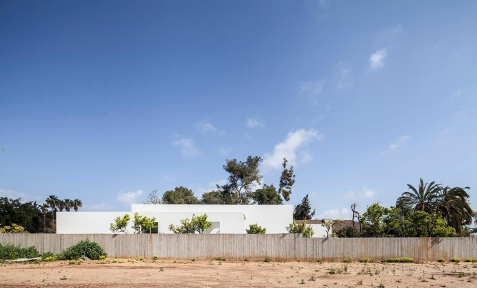 T:A House by Paritzki & Liani Architects-01