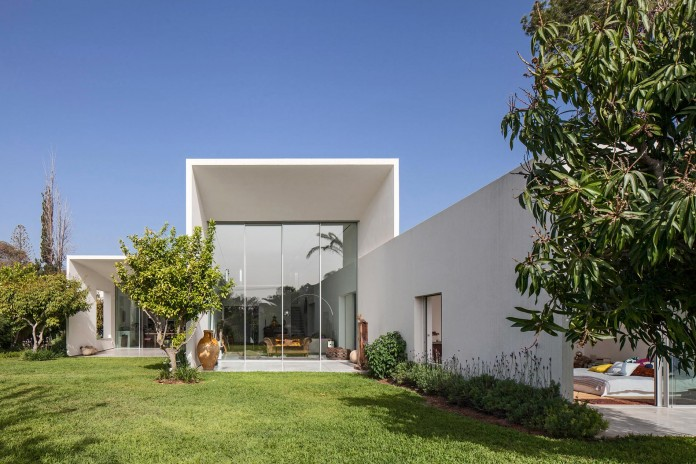 T:A House by Paritzki & Liani Architects-03