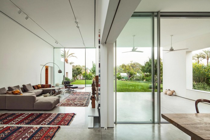 T:A House by Paritzki & Liani Architects-08