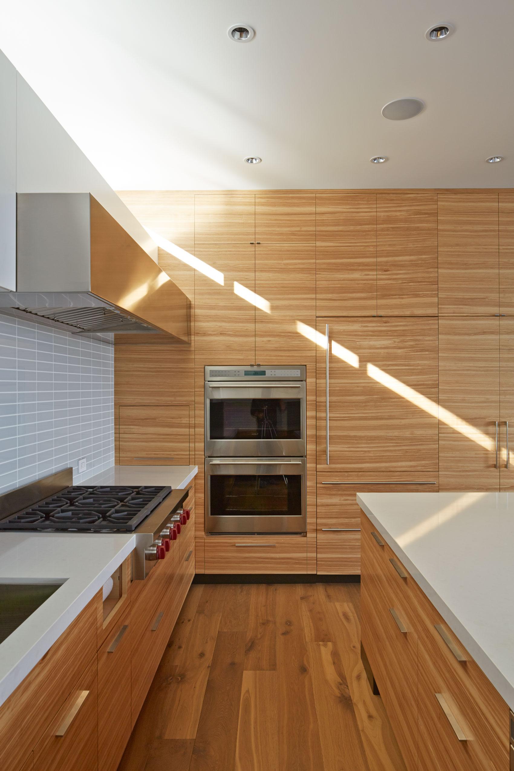 The cohesive modern dwelling Noe residence by Studio VARA-05