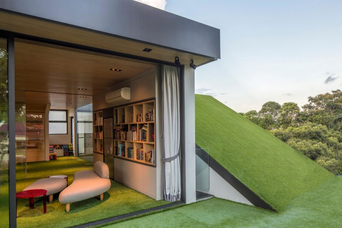 Trevose-House-situated-in-a-lushly-planted-residential-neighbourhood-in-Singapore-A-D-LAB-12