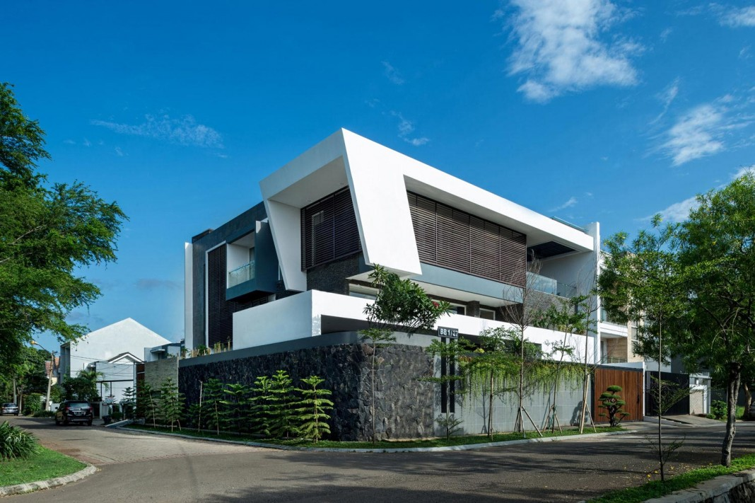 Tropical design approach of modern b m residence by dp hs for Modern tropical home designs