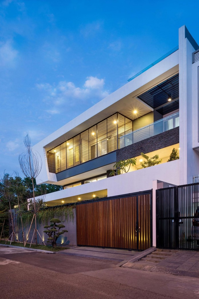 Tropical-design-approach-of-modern-B+M-residence-by-DP+HS-Architects-15