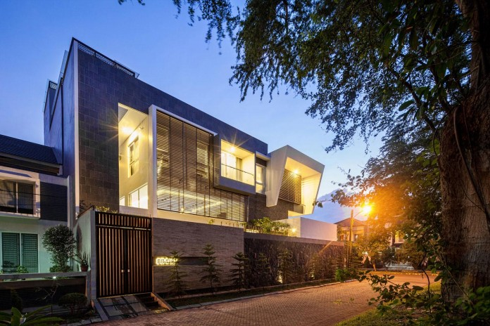Tropical-design-approach-of-modern-B+M-residence-by-DP+HS-Architects-16