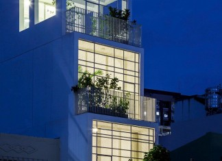Vertical House 304 by KIENTRUC O