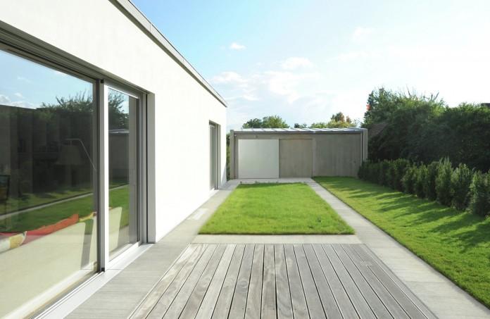 Villa V by Henner + Roland Architectes-04