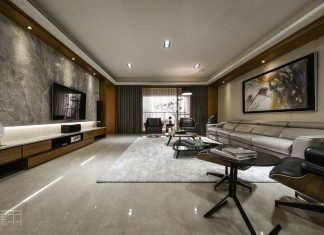 Wood and earthy colour palette modern apartment by Manson Hsiao of Hui-yu Interior Design