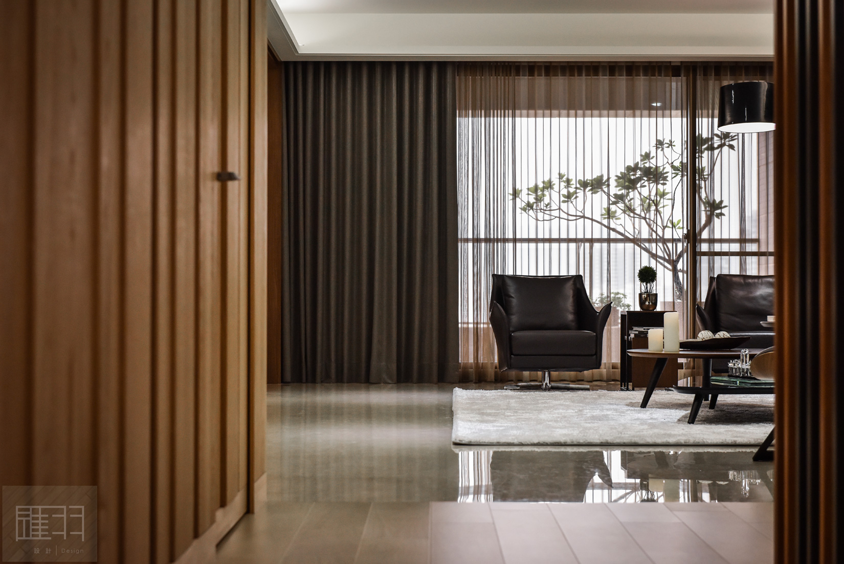 Wood and earthy colour palette modern apartment by Manson Hsiao of Hui-yu Interior Design-05