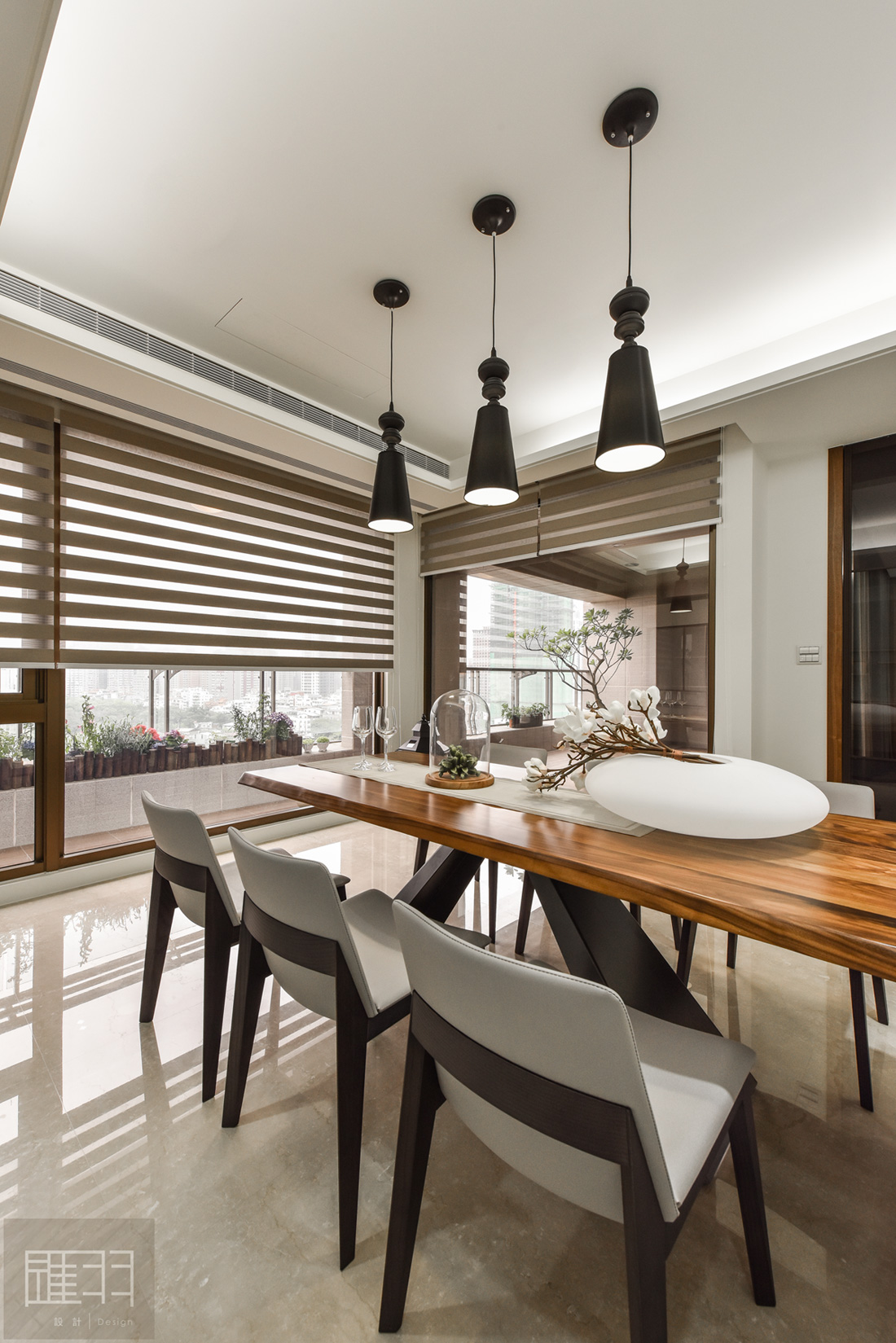 Wood and earthy colour palette modern apartment by Manson Hsiao of Hui-yu Interior Design-16