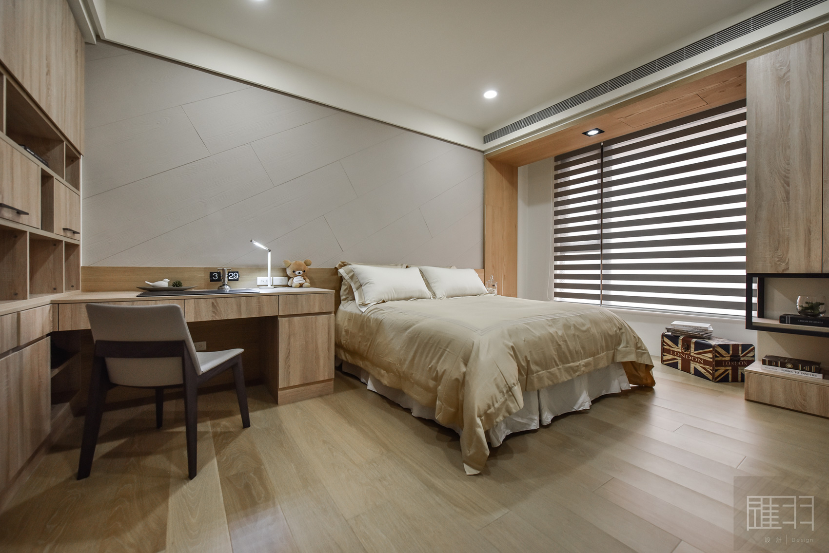 Wood and earthy colour palette modern apartment by Manson Hsiao of Hui-yu Interior Design-20