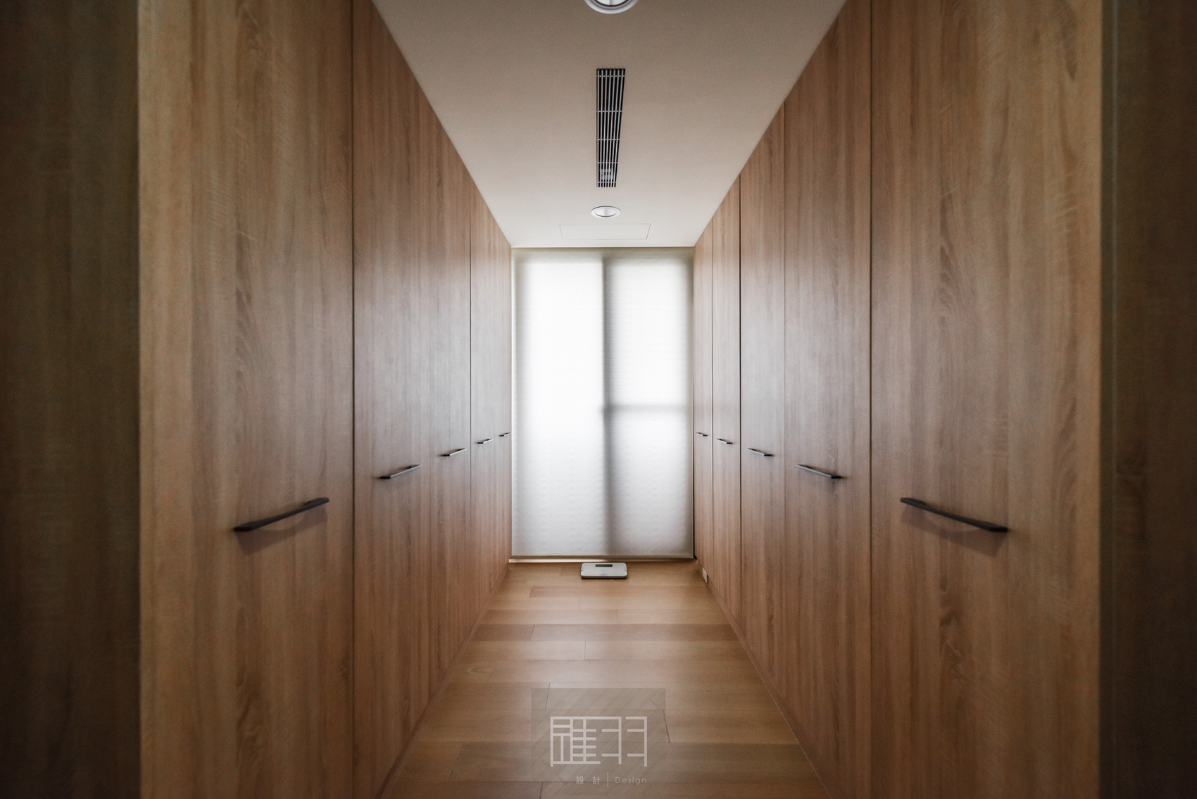 Wood and earthy colour palette modern apartment by Manson Hsiao of Hui-yu Interior Design-25