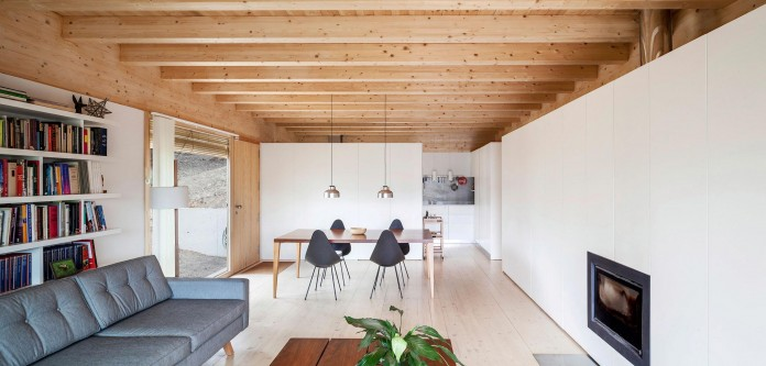 Wooden-LLP-home-in-the-middle-of-the-forrest-by-Alventosa-Morell-Arquitectes-06