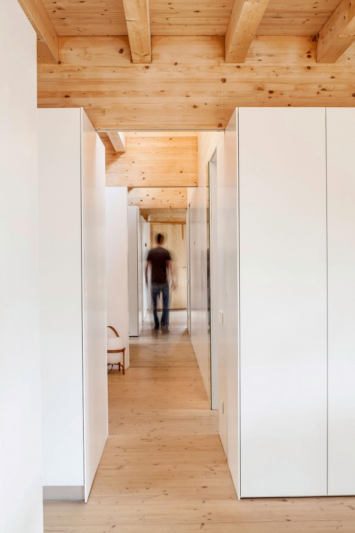 Wooden-LLP-home-in-the-middle-of-the-forrest-by-Alventosa-Morell-Arquitectes-09