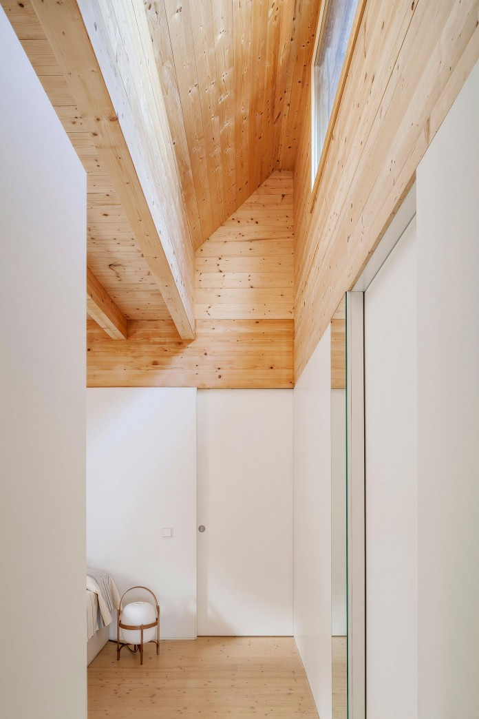 Wooden-LLP-home-in-the-middle-of-the-forrest-by-Alventosa-Morell-Arquitectes-10