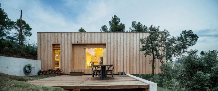 Wooden-LLP-home-in-the-middle-of-the-forrest-by-Alventosa-Morell-Arquitectes-12