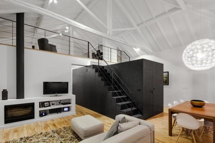 Barn House by Ines Brandao Arquitectura-01