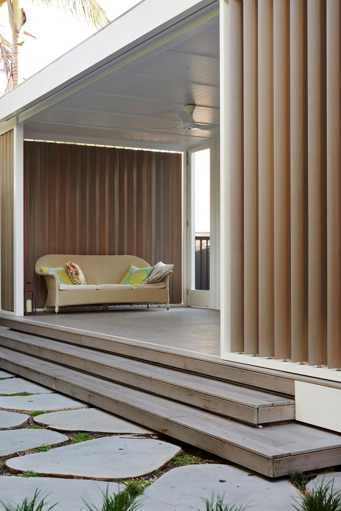 Beach-House-on-Stilts-by-Luigi-Rosselli-Architects-02