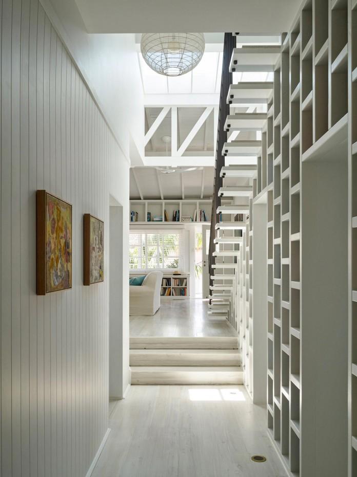 Beach-House-on-Stilts-by-Luigi-Rosselli-Architects-03
