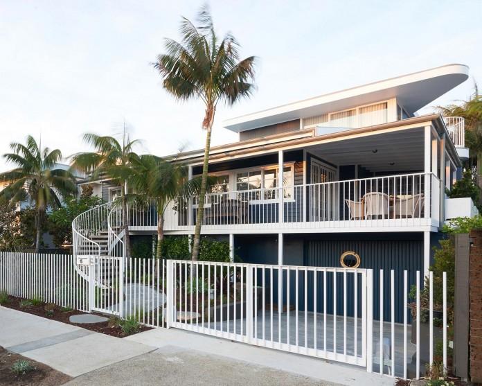 Beach-House-on-Stilts-by-Luigi-Rosselli-Architects-04