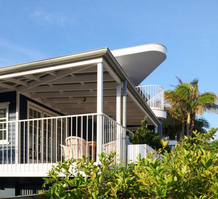 Beach-House-on-Stilts-by-Luigi-Rosselli-Architects-05