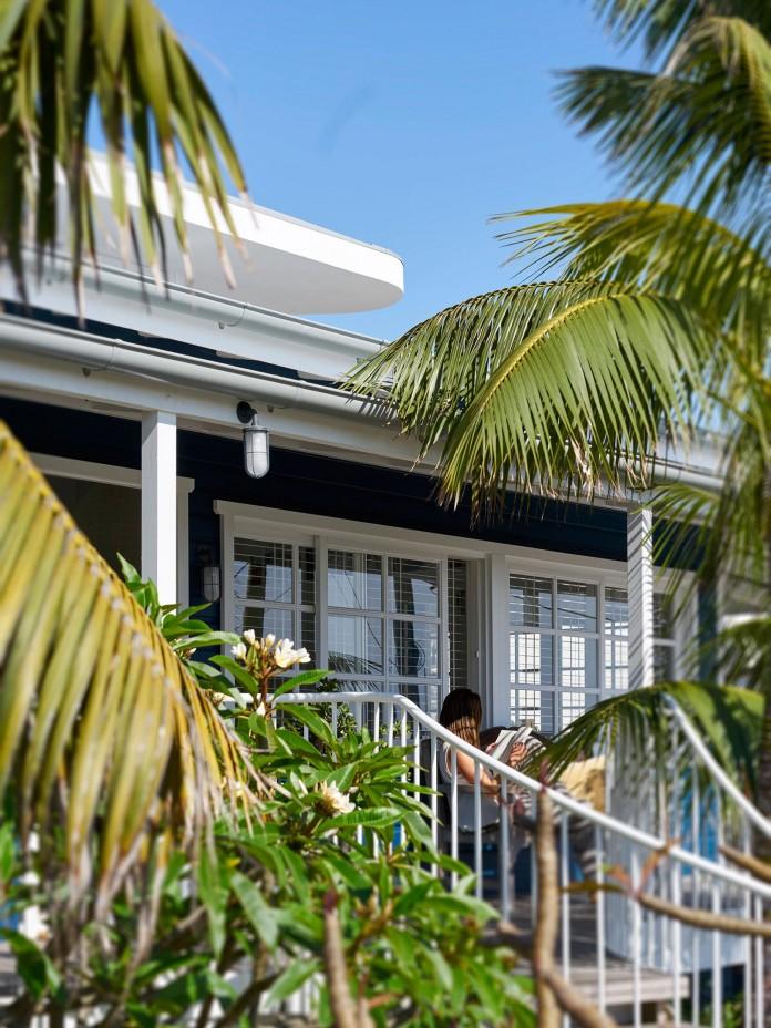 Beach-House-on-Stilts-by-Luigi-Rosselli-Architects-06