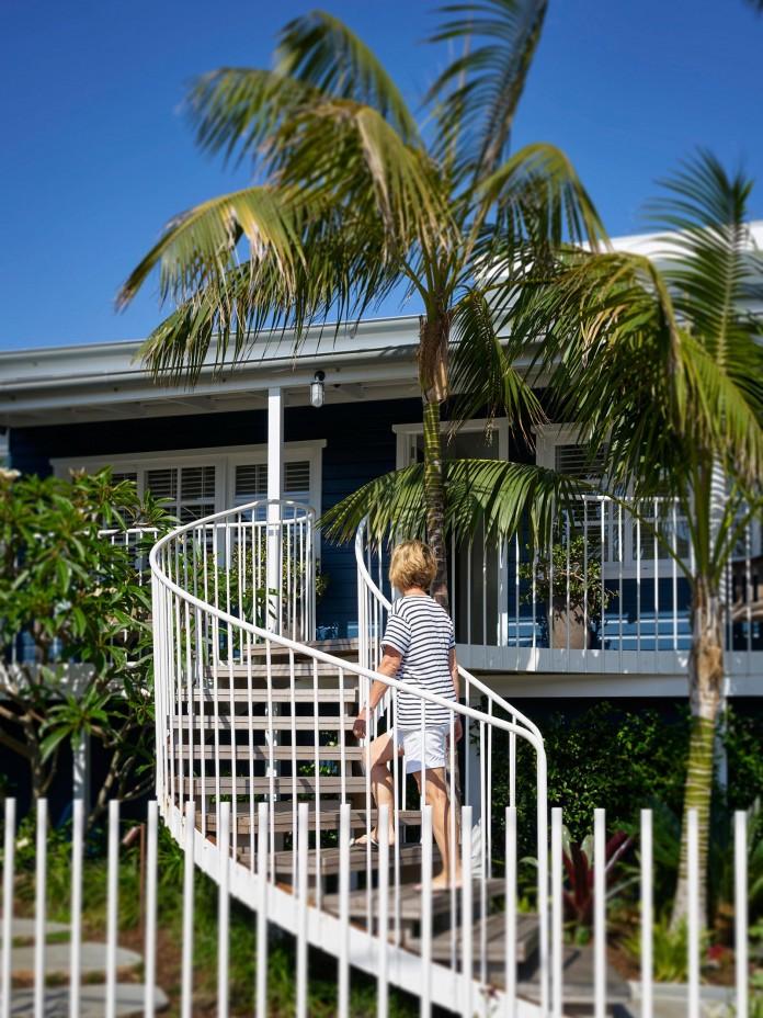 Beach-House-on-Stilts-by-Luigi-Rosselli-Architects-07