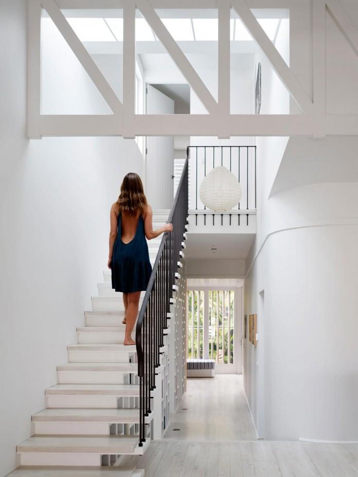 Beach-House-on-Stilts-by-Luigi-Rosselli-Architects-13