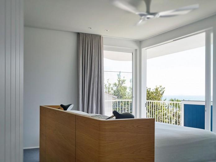 Beach-House-on-Stilts-by-Luigi-Rosselli-Architects-15