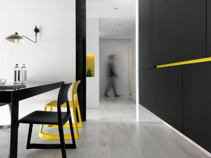 Black,-white-and-yellow-accents-of-H-Residence-by-Z-AXIS-DESIGN-10