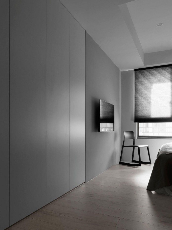 Black,-white-and-yellow-accents-of-H-Residence-by-Z-AXIS-DESIGN-11