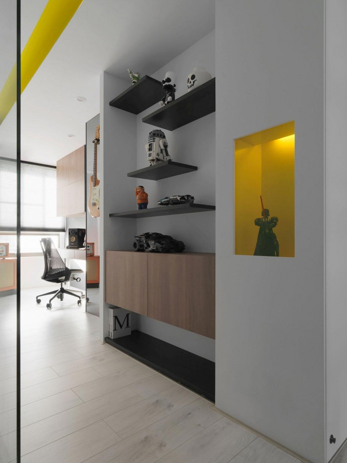 Black,-white-and-yellow-accents-of-H-Residence-by-Z-AXIS-DESIGN-16