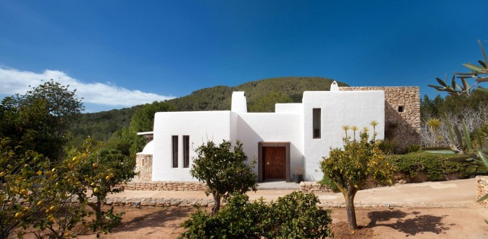 Can-Bikini-Residence-in-Ibiza-by-TG-Studio-01