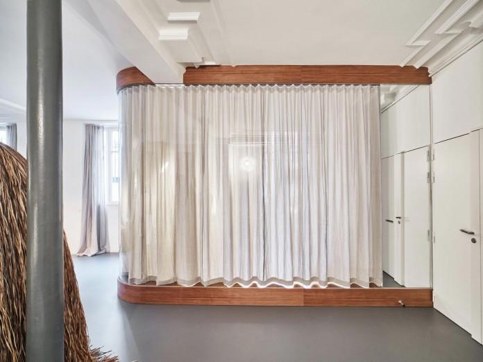 Glass-&-Walnut-Loft-in-Paris-by-CUT-Architectures-03