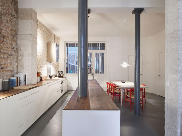 Glass-&-Walnut-Loft-in-Paris-by-CUT-Architectures-16