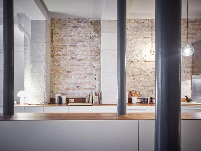 Glass-&-Walnut-Loft-in-Paris-by-CUT-Architectures-17
