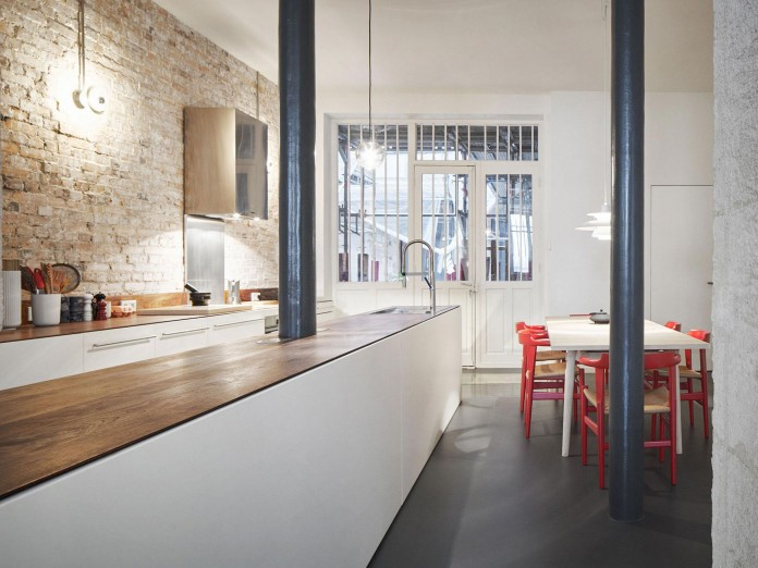 Glass-&-Walnut-Loft-in-Paris-by-CUT-Architectures-18