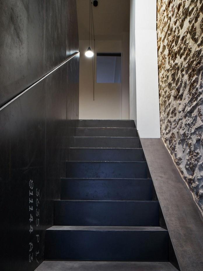 Glass-&-Walnut-Loft-in-Paris-by-CUT-Architectures-20