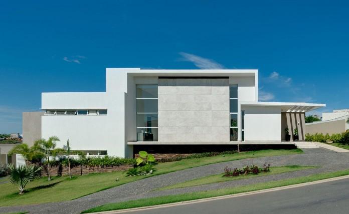 House-Araguaia-OM-by-Dayala-+-Rafael-Estúdio-de-Arquitetura-01