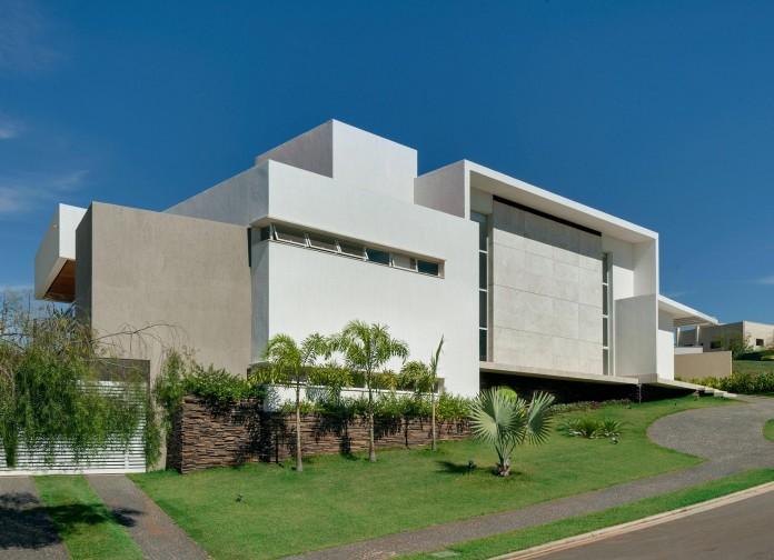 House-Araguaia-OM-by-Dayala-+-Rafael-Estúdio-de-Arquitetura-02