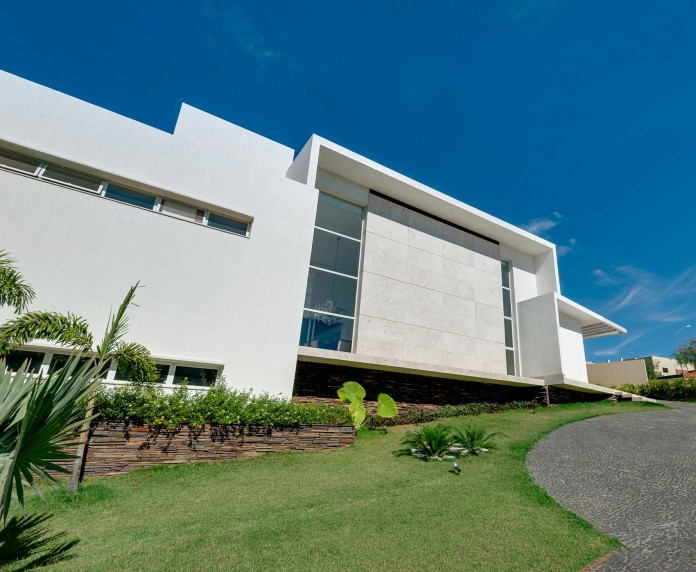 House-Araguaia-OM-by-Dayala-+-Rafael-Estúdio-de-Arquitetura-03