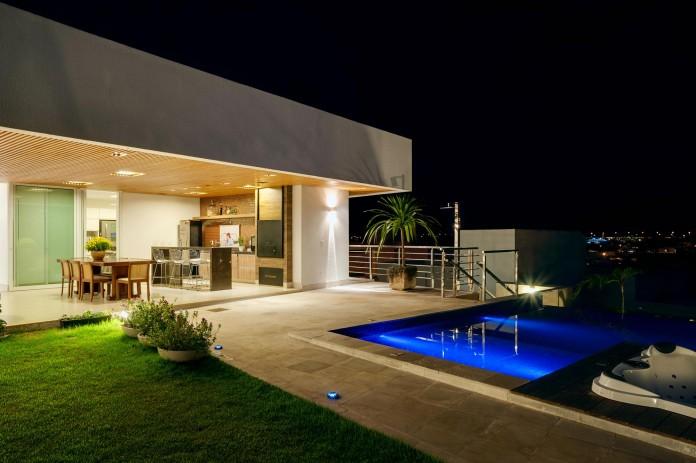 House-Araguaia-OM-by-Dayala-+-Rafael-Estúdio-de-Arquitetura-13