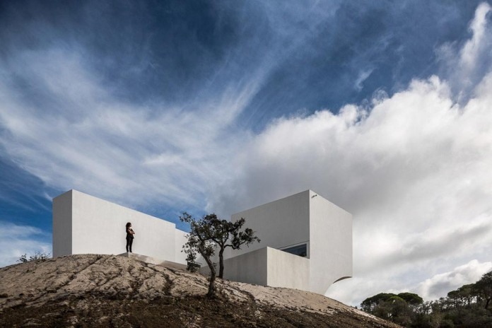 House-in-Fontinha-by-Aires-Mateus-&-Associados-01