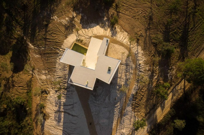 House-in-Fontinha-by-Aires-Mateus-&-Associados-02